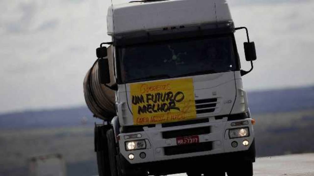 Áudios e vídeos sobre nova greve de caminhoneiros assustam vilhenenses, mas frotista local descarta paralisação em Rondônia
