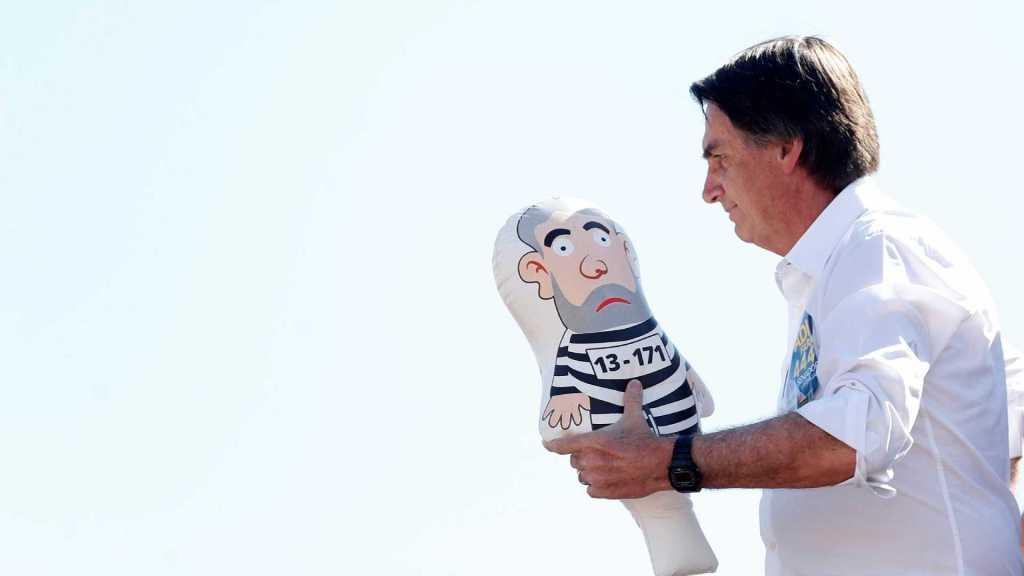 Bolsonaro volta a se alimentar por sonda, diz novo boletim médico