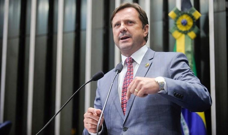 Senado pede ao STF para suspender ordem de prisão contra Acir Gurgacz