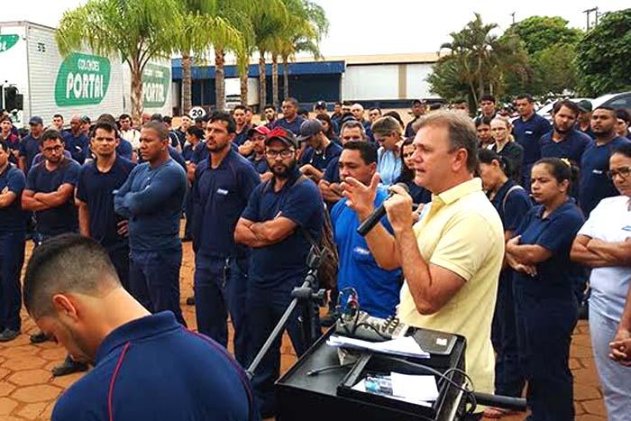 Deputado Luizinho Goebel agradece os votos recebidos na indústria de móveis