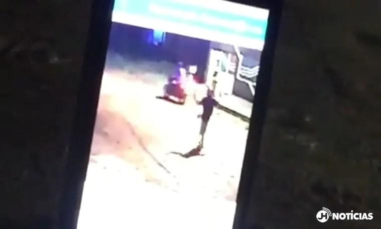 PASSIONAL – Câmera flagra momento que jovem foi assassinado por dupla ; VEJA VÍDEO