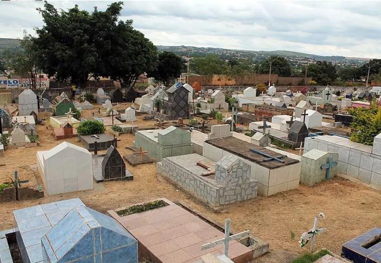 ABSURDO – Denúncia em rede social aponta furtos, depredação de túmulos e jazigos no cemitério de Santo Antônio – VÍDEO