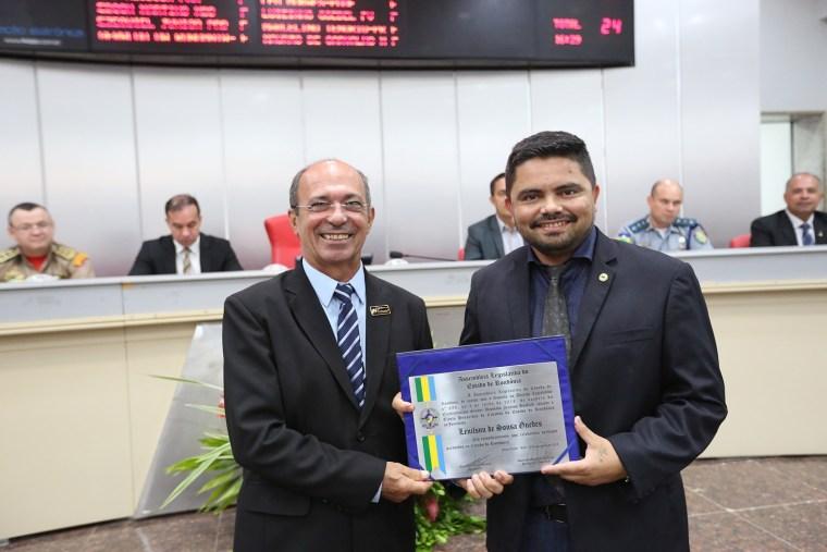 Jornalista Lenilson Guedes é homenageado por deputado Jesuino com Título de Cidadão de Rondônia