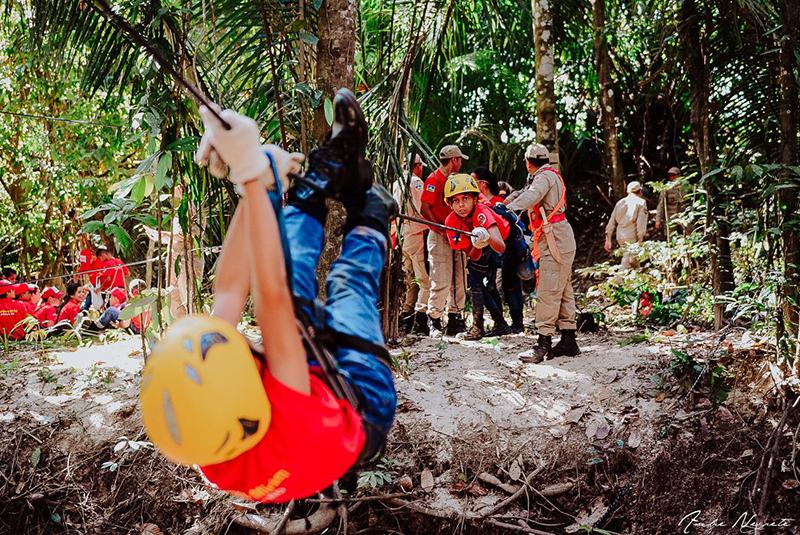 Bombeiro é internado em estado grave após sofrer parada cardíaca durante curso na selva