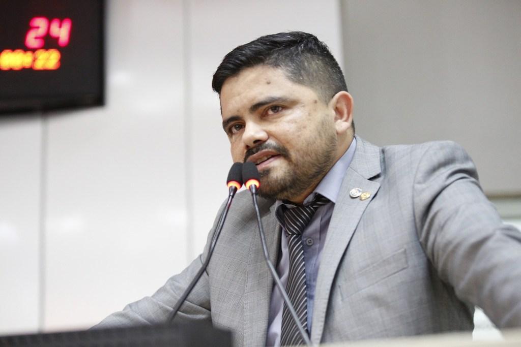 CONCURSO PÚBLICO- Lei de autoria de deputado jesuino garante gratuidade a exames médicos admissionais