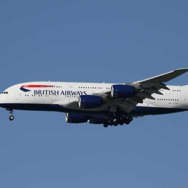 Passageiro agride tripulação em voo e avião faz pouso de emergência