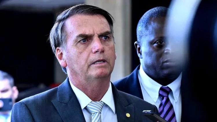 Decreto permite destruição de 'aeronaves hostis' em posse de Bolsonaro