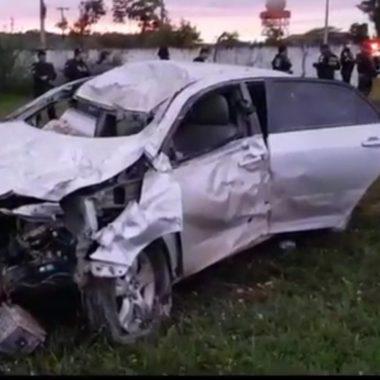 QUATRO FERIDOS – Motorista choca Corolla violentamente contra muro de área militar