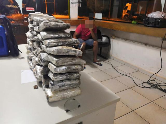 PRF apreende 42,9 quilos de maconha em Pimenta Bueno