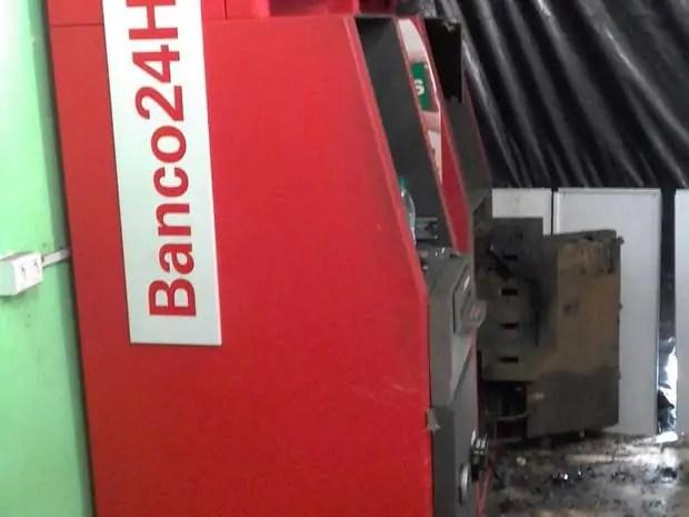 INSEGURANÇA- Quadrilha arromba caixa eletrônico em mercado e foge sem levar dinheiro