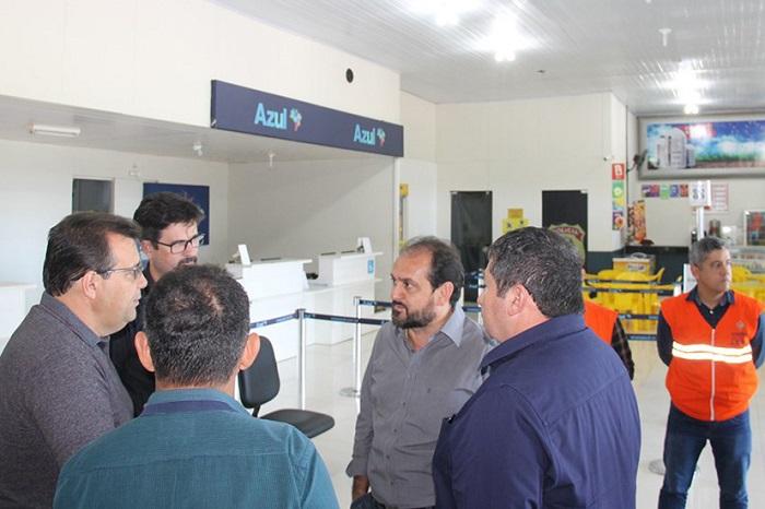Em Ji-Paraná, Laerte Gomes busca solução junto ao DER para o Aeroporto José Coleto
