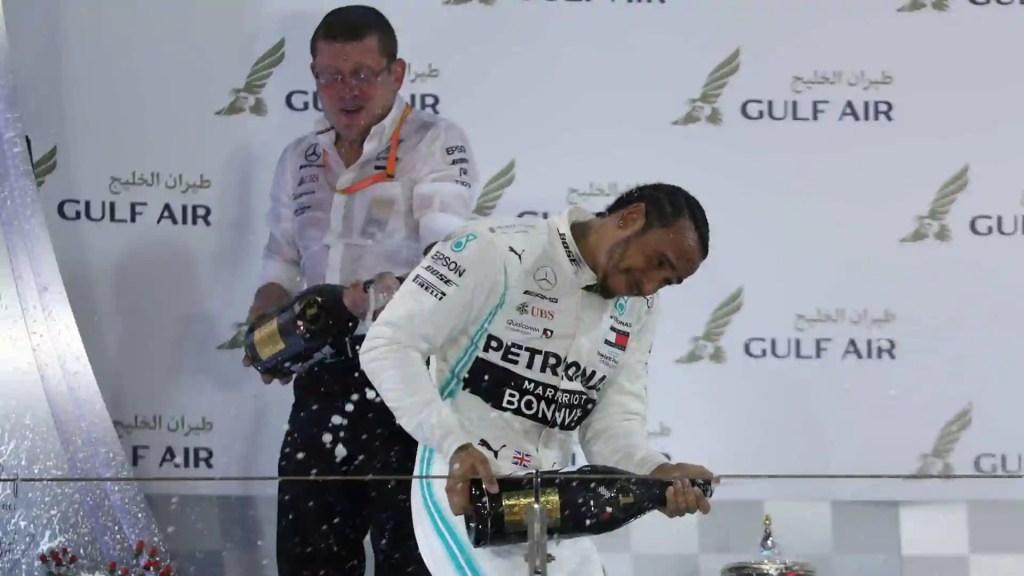 Vettel erra, Leclerc sofre com motor e Hamilton vence GP do Bahrein