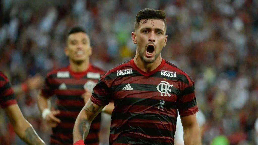 Arrascaeta marca no fim, Fla vence Vasco nos pênaltis e leva a Taça Rio