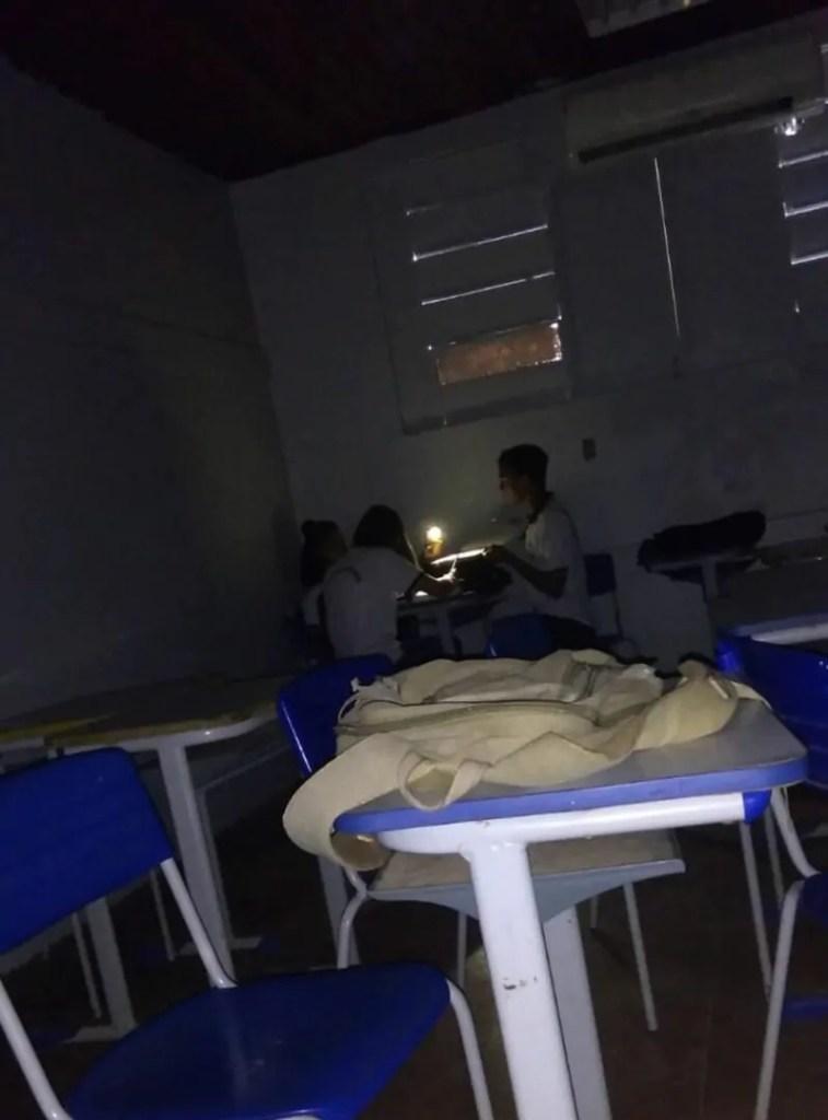Estudantes denunciam goteiras, calor e falta de merenda em escola de Porto Velho