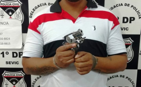 Polícia prende monitorado por tornozeleira após exibição com arma