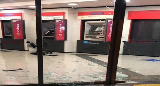 Criminosos tentam explodir caixa eletrônico em agência na capital