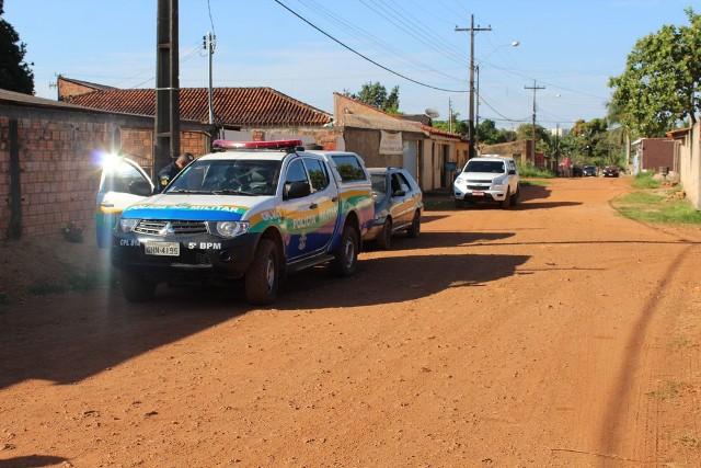 Homem morto a pauladas é encontrado em calçada na Zona Norte