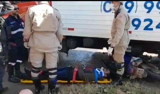 Pai e filho de 10 anos são arrastados por caminhão em Porto Velho