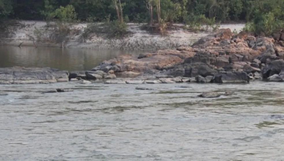 TRAGÉDIA – Homem tenta salvar irmã em rio e ambos desaparecem nas águas