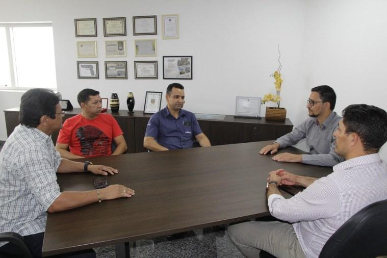 Anderson Pereira ouve demanda de moradores do Nova Esperança e busca solução para melhoria de vias