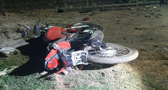 Criminoso rouba motocicleta e atira contra policiais durante fuga