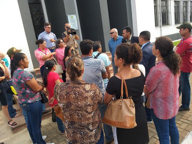 TRANSPORTE ESCOLAR – Moradores de distritos de Porto Velho fazem manifesto em frente a prefeitura