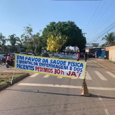 Profissionais de enfermagem fazem protesto na frente do Hospital João Paulo II