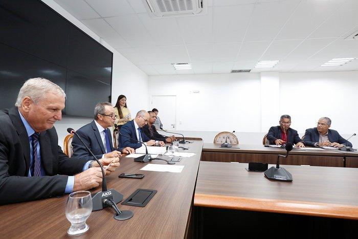 Secretário da Seduc mostra ações e projetos na Comissão de Educação