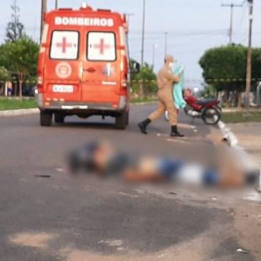 VIOLÊNCIA – Dupla em moto executa um e deixa dois gravemente feridos em avenida