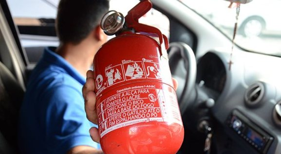 Extintor de incêndio pode voltar a ser item obrigatório em automóveis