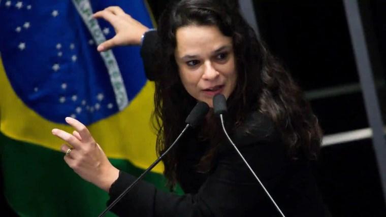 Trocar de partido é só trocar de problema, diz Janaina sobre Bolsonaro