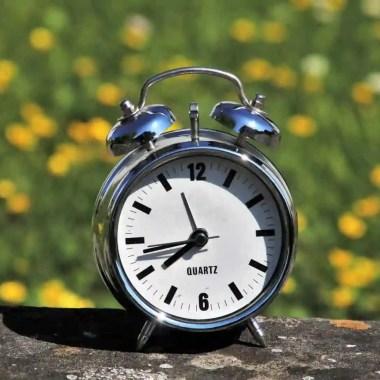 Mesmo sem horário de verão, celulares adiantam relógio