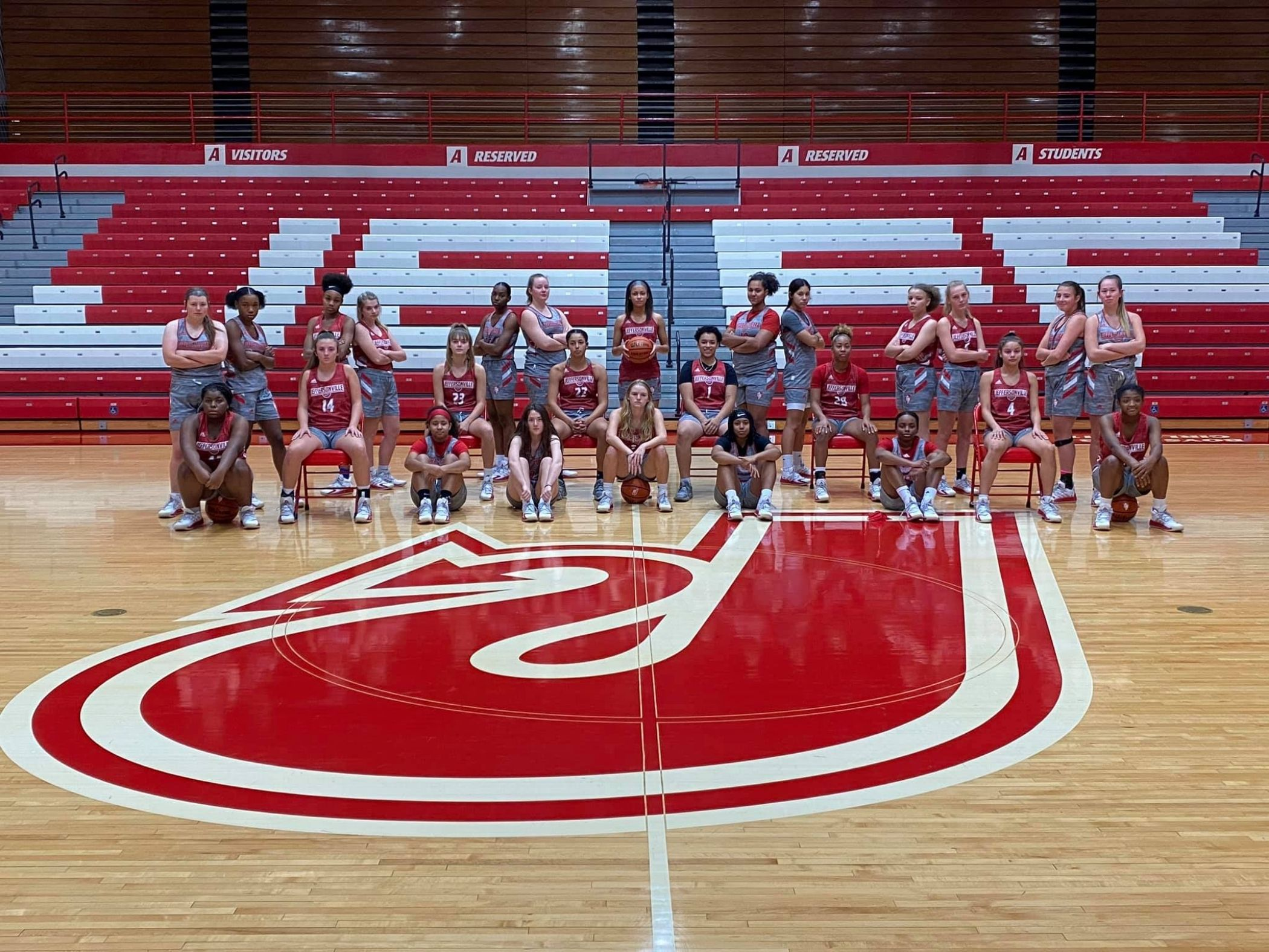 JHS girls basketball team posing for a team picture
