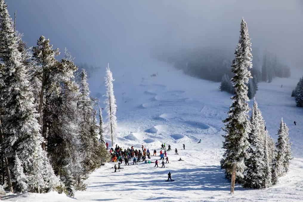 19-20 JHSM. Snowboarding. Smash Life. Photo: Ben Gavelda