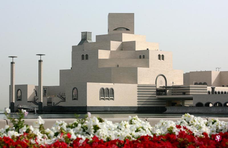卡塔尔的伊斯兰艺术博物馆也是贝聿铭最着名的设计之一.。(法新社)