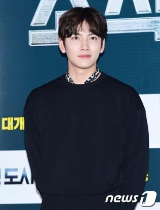 배우 지창욱이 31일 오후 서울 왕십리CGV에서 열린 영화 '조작된 도시'(감독 박광현) 언론 시사회에 참석해 매력을 발산하고 있다.