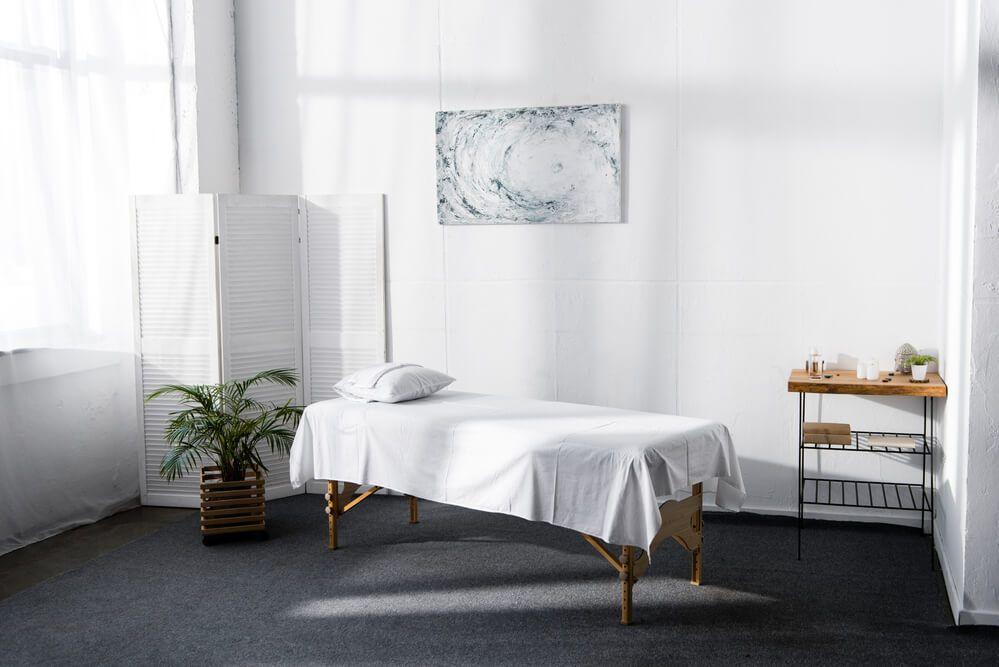 masszázságy egy szobában reiki kezeléshez