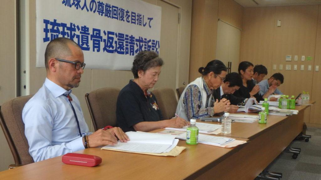 公判後の報告集会での原告及び弁護団