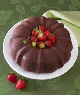 Nordic Bundt with strawberries