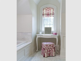 Ensuite dressing table and window niche