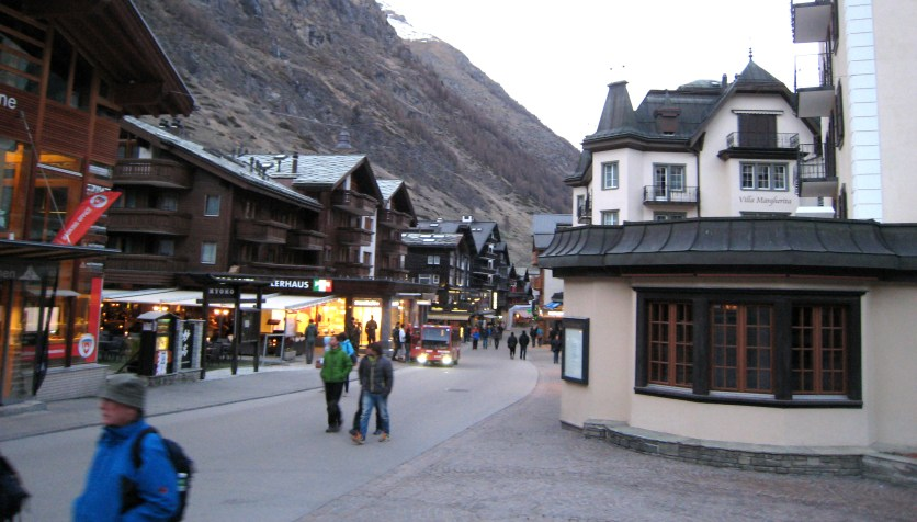 045 Zermatt main drag