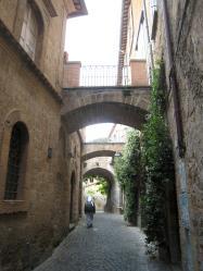 1142 Orvieto Green Side Street