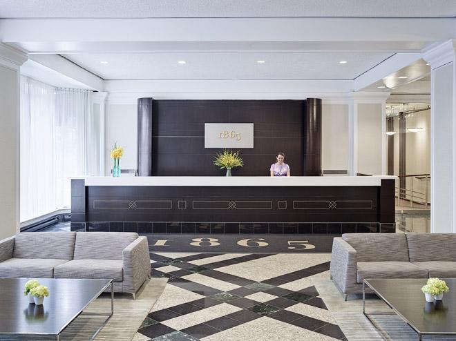 hotel-chelsea-Check-in-Desk-660