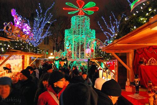 marche de noel allemand de quebec_7988056 - How Does Canada Celebrate Christmas