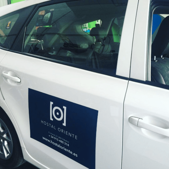 jimenezdenalda-projects-branding-creativestudio-hostaloriente-taxi