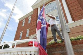 Mississippi State Flag With Confederate Symbol OFFICIALLY Retired – Voters Will Pick New Design