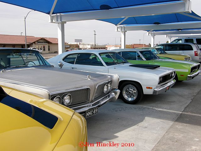 VINTAGE MOPARS ON THE DOUBLE SIX