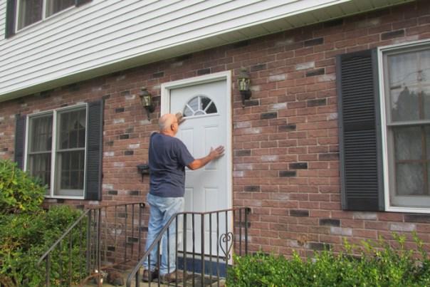 volunteer-helping-to-fix-a-door