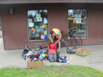 Peter-Parker-from-UK-packing-Centennial-Trail-Coeur-d'alene-ID-4-28-2016