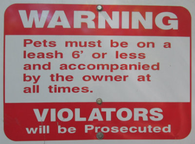 Warning-pets-must-be-on-a-leash-sign-Tallulah-Falls-RT-2015-06-02
